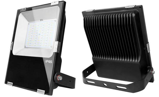 RGB Strahler Industry / Flooter 50W für Innen und Außenbereich